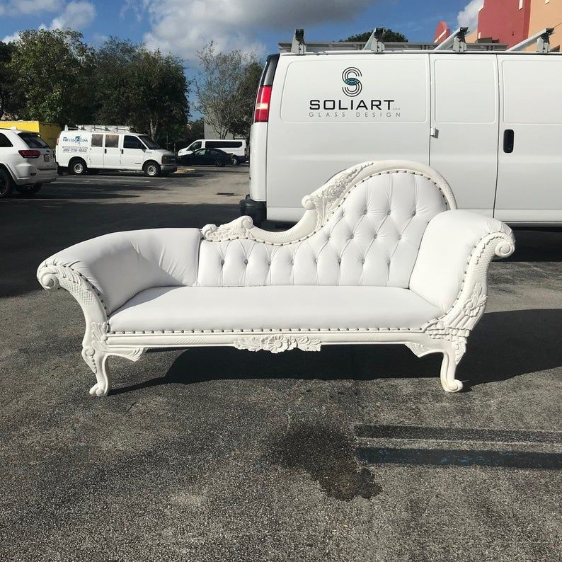French Chaise Lounge French Furniture Tufted White Leather Settee Baroque Furniture Rococo White Velvet Tufted Sofa Interior Design In 2020 Leather Settees Chaise Lounge Chaise