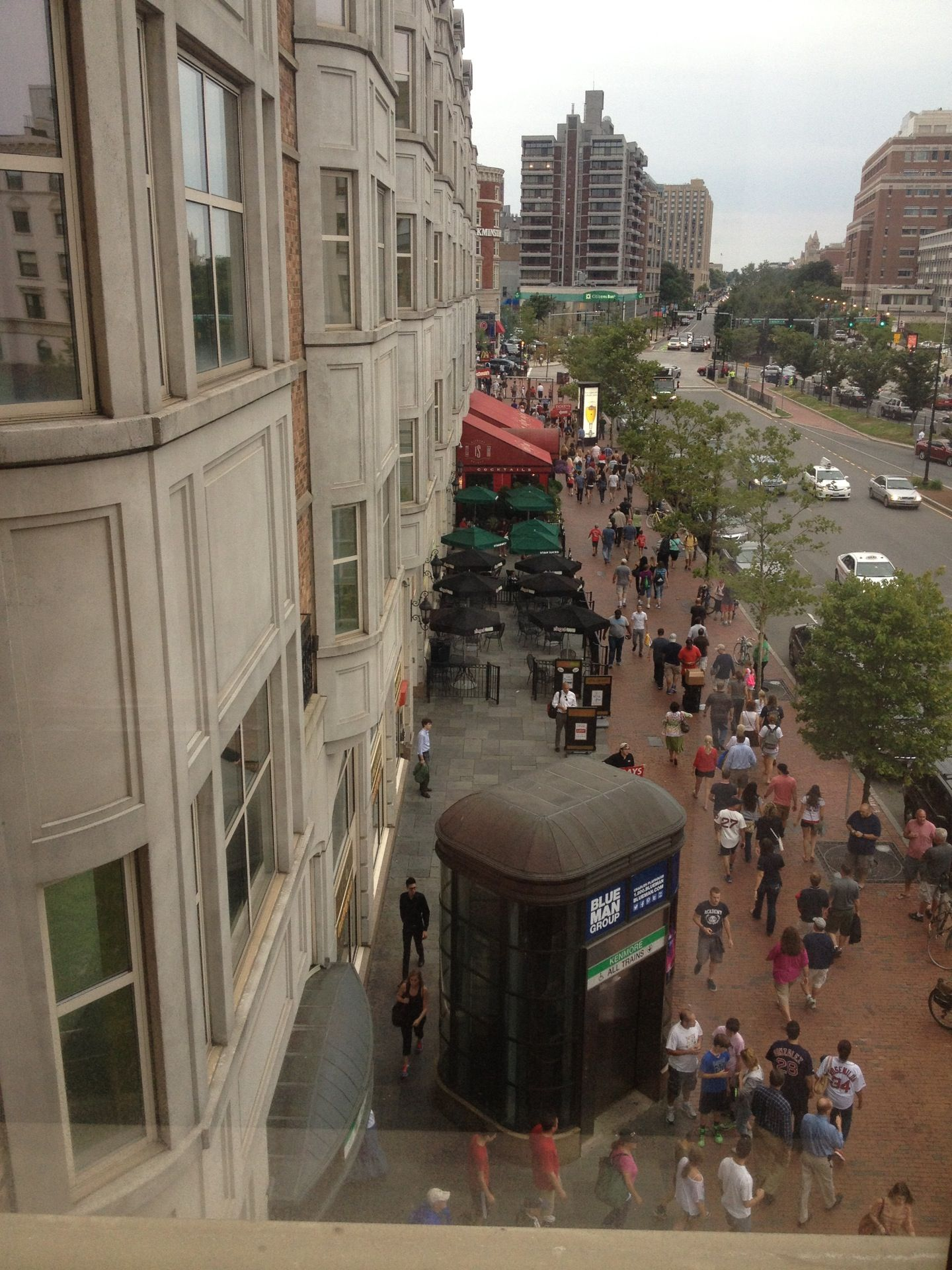 Hotel Commonwealth With Views Of Kenmore Square And Fenway This Roomy Boutique Stay Is Perfect For Redsox Fans