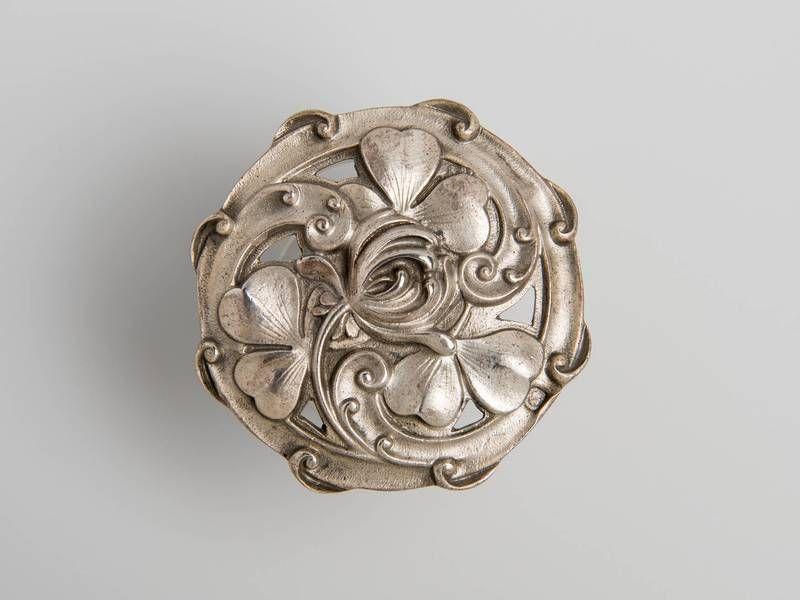 1900 Art Nouveau button by Ernest Cardeilhac,
