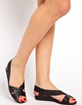 Bild 3 von JuJu – Fergie – Schwarze, flache Sandalen mit Fersenriemen