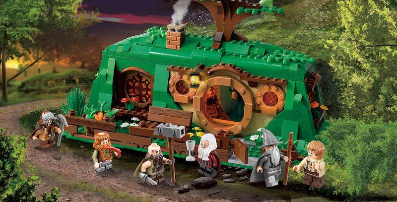 1 Set Lego ispirato a Lo Hobbit esposto in mostra - Gandalf, Bilbo e i nani Dwalin, Bombur, Bofur stanno per partire per il lungo viaggio
