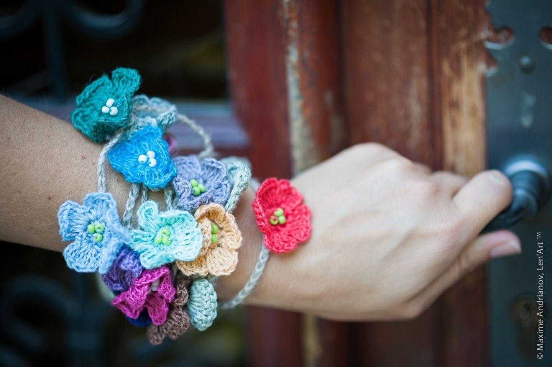 Collier crocheté main en 100 % lin. Chaque fleur est d'une couleur différente, pas de répétitions. La longueur est réglable selon votre goût. Le collier convient pour tous le - 4520059
