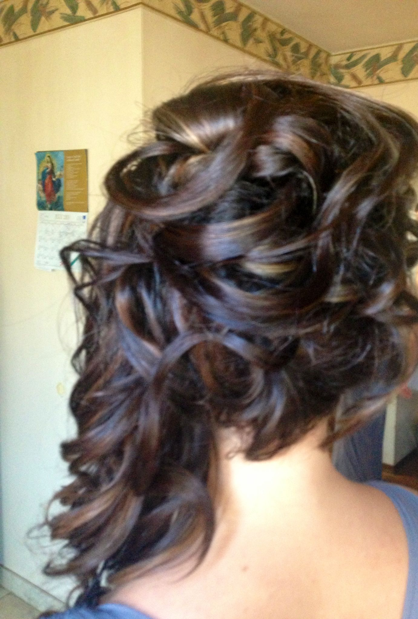 Half up half down hairstyle curls to the side hairstyle hair