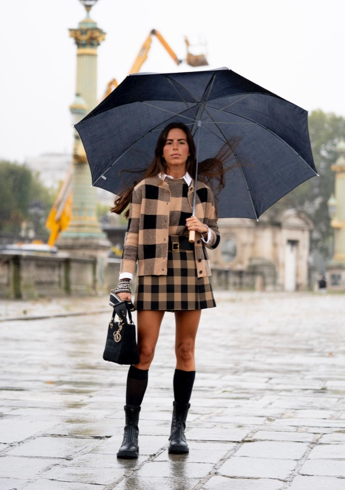 The Best Street Style From Paris Fashion Week Spring 2021 Cool Street Fashion Paris Fashion Week Paris Street Style