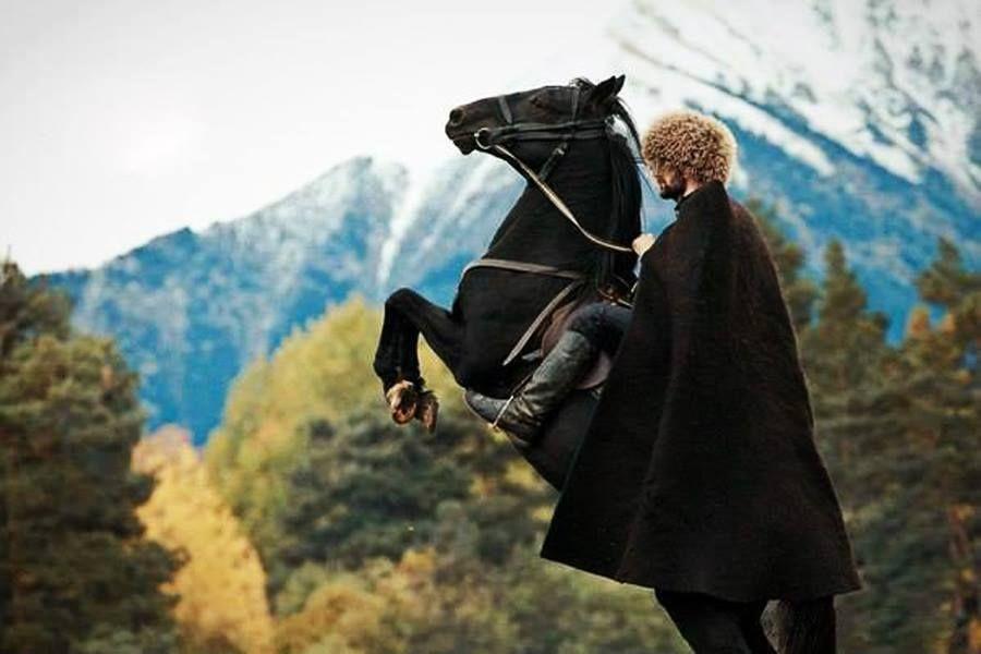этом картинки джигитов на коне тут нашло