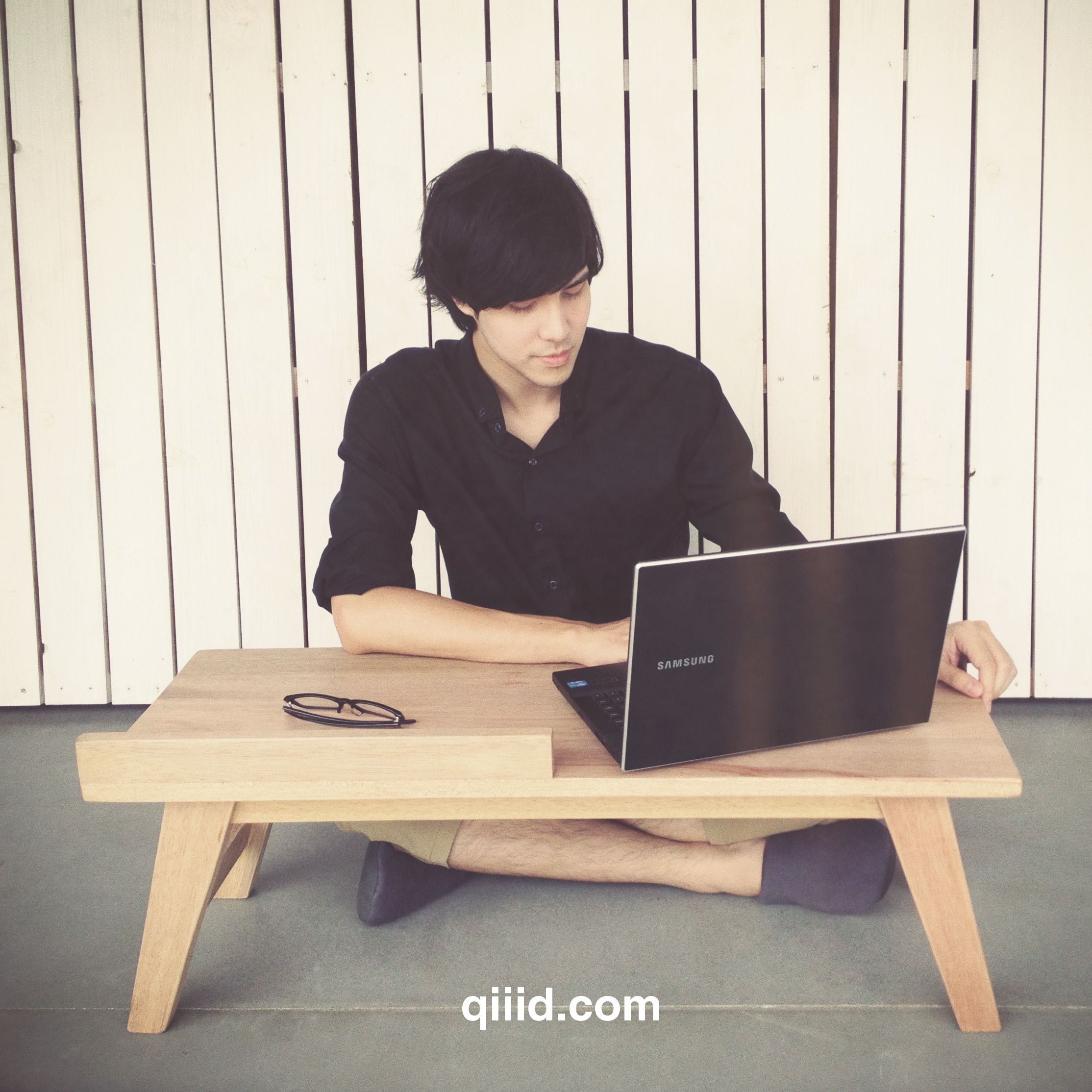 Www Qiiid Com In 2019 Floor Desk Floor Sitting Bamboo