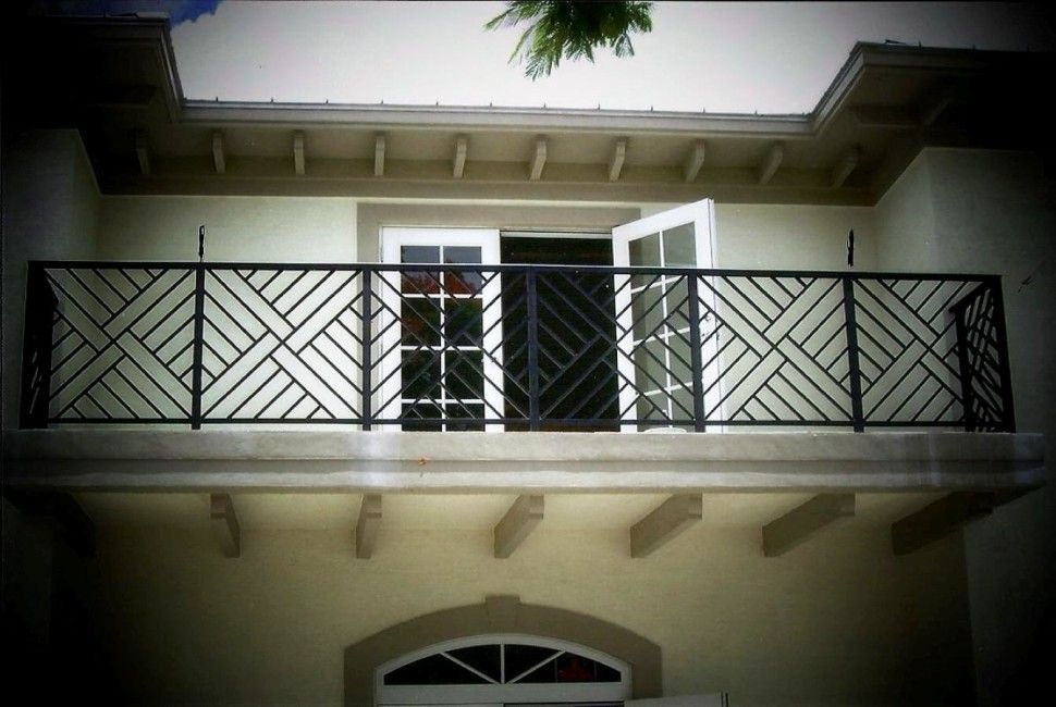 Architecture Modern Balcony Railing Designs That Will Give Nice Impressions To Your Home Juliet Ba Balcony Grill Design Balcony Grill Balcony Railing Design