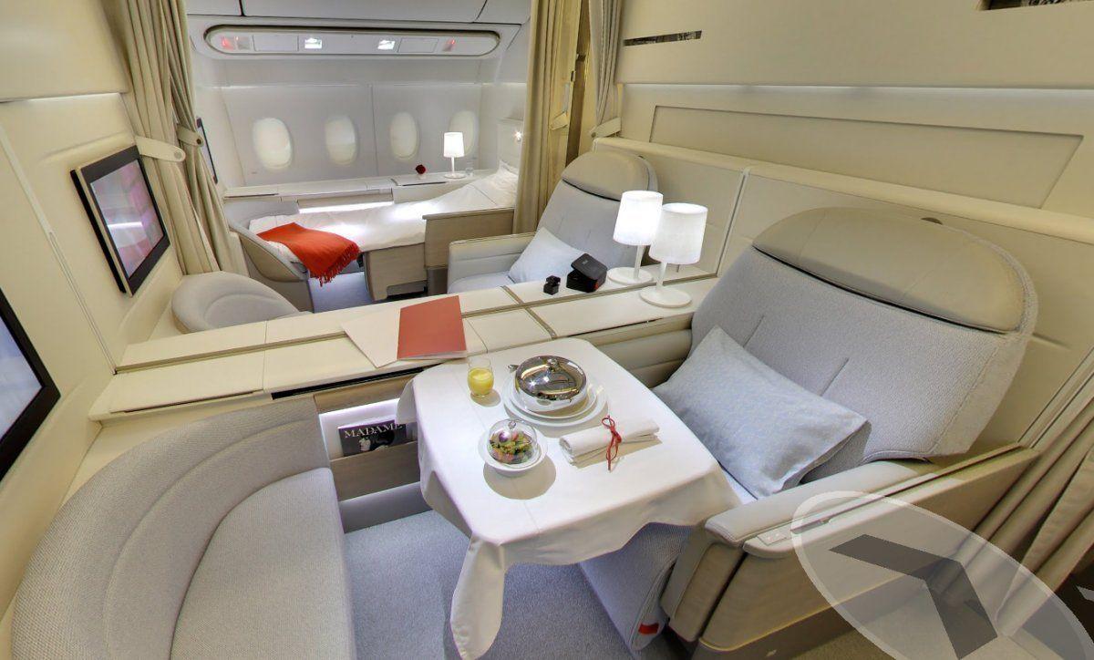 8. AirFrance ofrece una opción de La Première que puede costar tanto como $ 10.000 de una manera.  Viene con una opción de baño privado, donde el asiento se puede convertir en una cama.  También puede tomar ventaja de las áreas de almacenamiento extra y servicio de escudo personal.