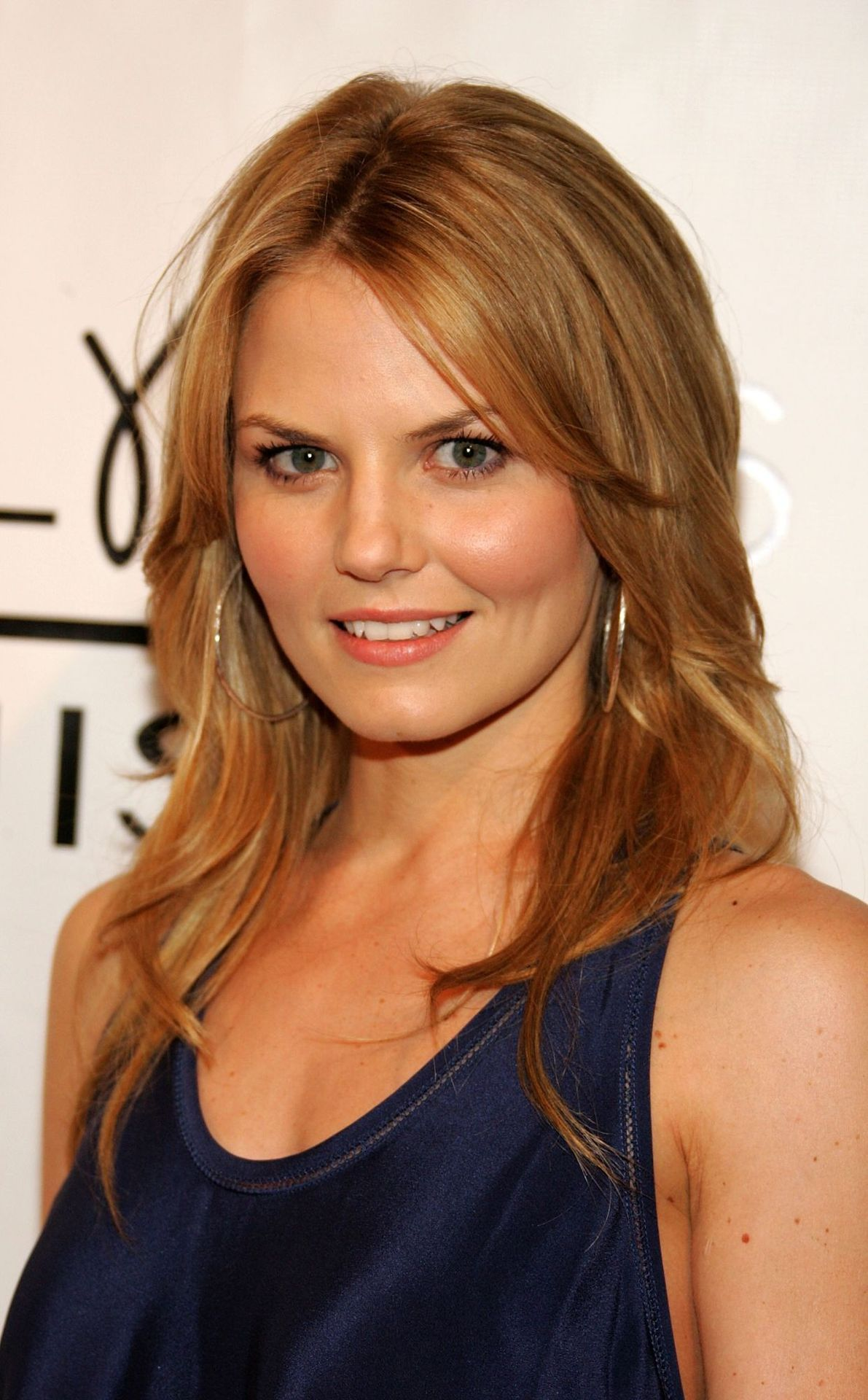 Love Jennifer Morrison S Long Layered Hair And Side Bangs On Both