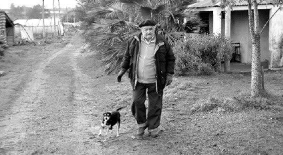 Dice la prensa uruguaya que el director Kusturica viene a filmar a Mujica y todo el ruido que haya cuando del cargo se vaya y a él retorne el oncólogo, advierten los meteorólogos que tal vez venga ...