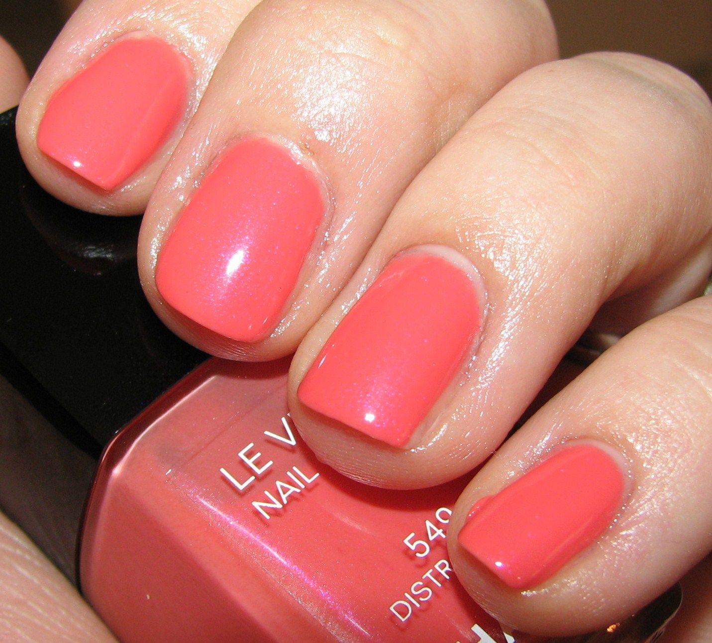 Vernis Nail: Chanel DISTRACTION 549 Nail Polish Swatches And Review