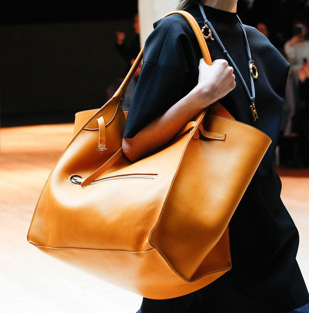4cc8dd3cb918 Fall 2017's Biggest Runway Bag Trend: Enormous, Oversized Totes and  Shoulder Bags - PurseBlog