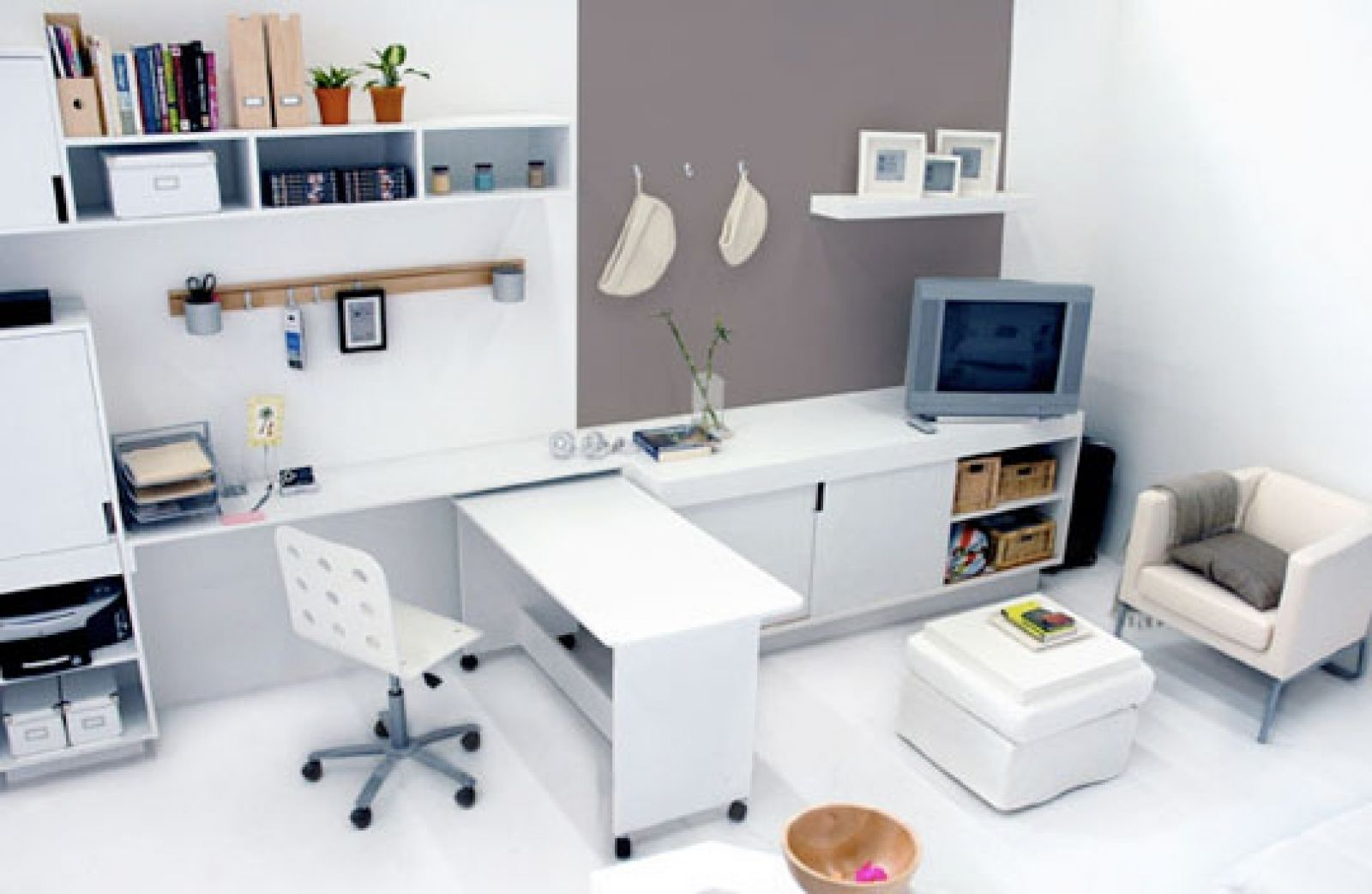Modern Small Office Design Decoration With White Office Furniture ...