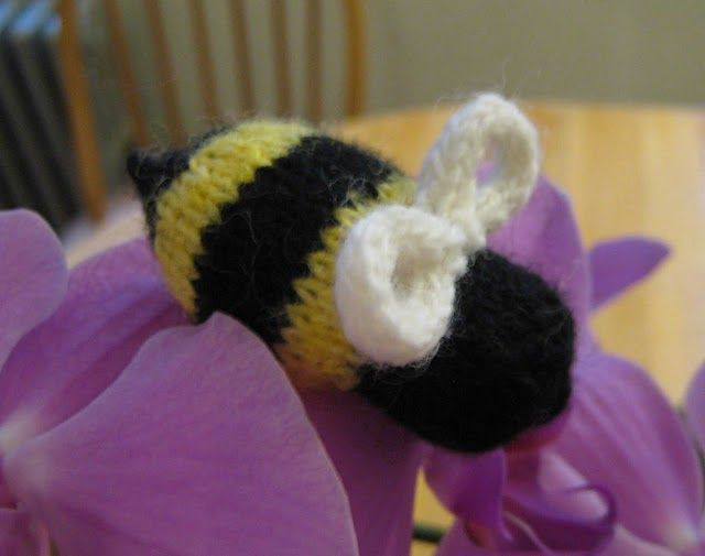 Bzzzzzzz A Knit Bumble Bee Knitting Pinterest Knitting
