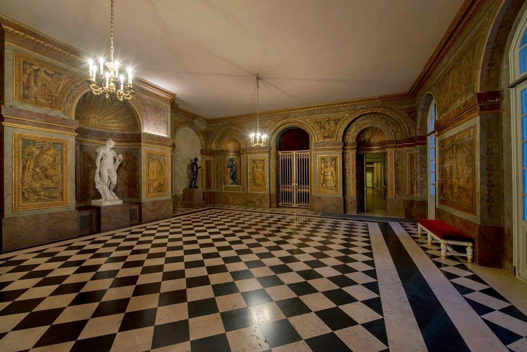 Ch teau de versailles la salle des hoquetons for Chateau de versailles interieur