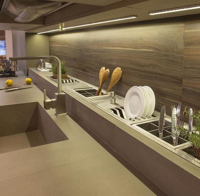 Messy Kitchen Pantry: Cozinha Prática E Moderna Com Guarda Utensílios Embutido