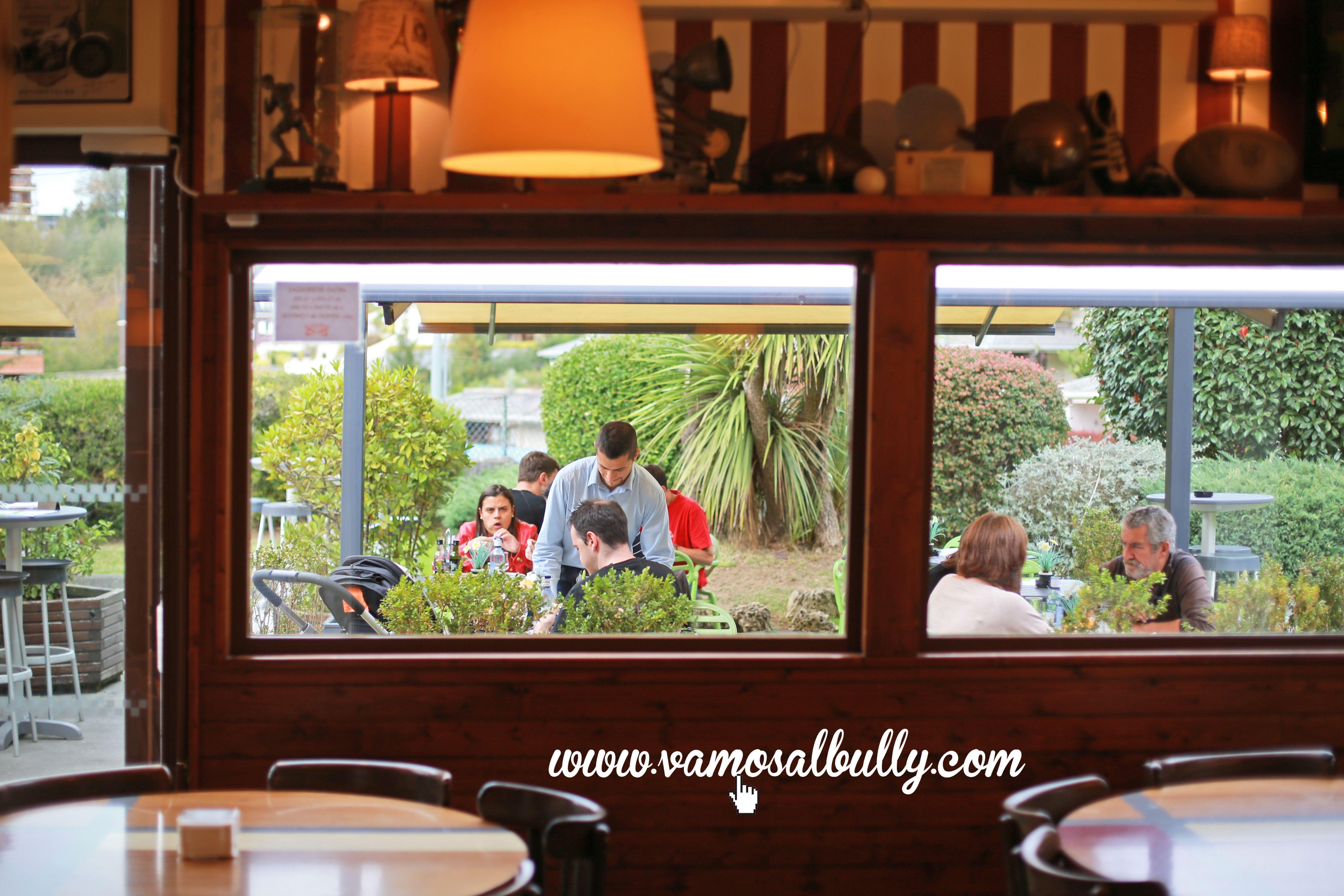 Por fín es #Miernes y muchos os vais de vacaciones de #SemanaSanta Los afortunados que os quedais en #Donostia #SanSebastian podeis venir a desayunar comer o cenar cualquiera de estos días al #vamosalbully. Dentro o en la terraza. Incluso el Lunes que también estaremos abiertos. Eso si si no quereis esperar llamad al 943 21 42 87 y reservad. Feliz #SemanaSanta a tod@s