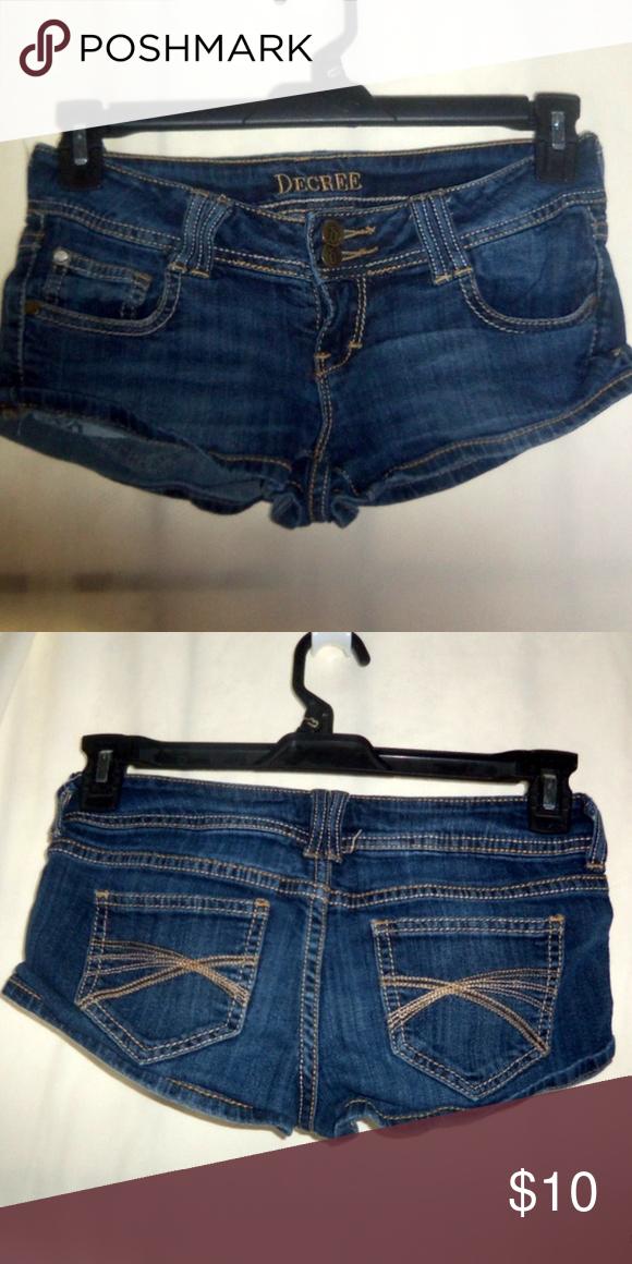 "be777dc9f5 Decree Short Shorts Size: 3 Decree Size: 3 Length: 8"" Hips: 16"" Fabric: 99%  cotton 1% spandex Decree Shorts"