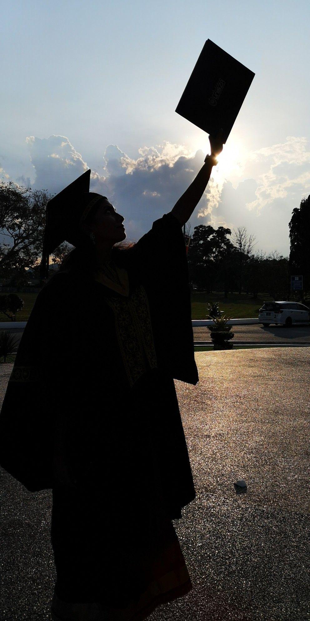 Pin By Tinagaren Ramkumar On V I P Girl Graduation Pictures Graduation Picture Poses Graduation Photography