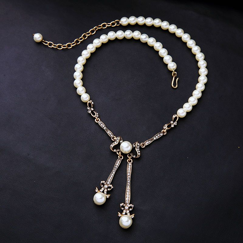 White Pearl Strand Chain Collare Antique Gold Plated Bowknot Crystal Necklace