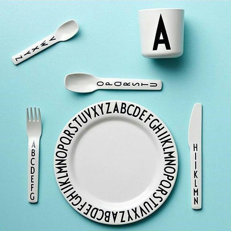 Er du opptatt av design? Her ser du melamin tallerken skål og bestikk fra Design Letters! Perfekt til den lille i familien. Selv om man kanskje griser litt så kan man jo spise med stil   Finnes nå i butikk! Du finner også mange andre flotte produkter! www.nordiskehjem.no #nordiskehjem #designletters #melamin #tildeminste #newin #nettbutikk by nordiskehjem