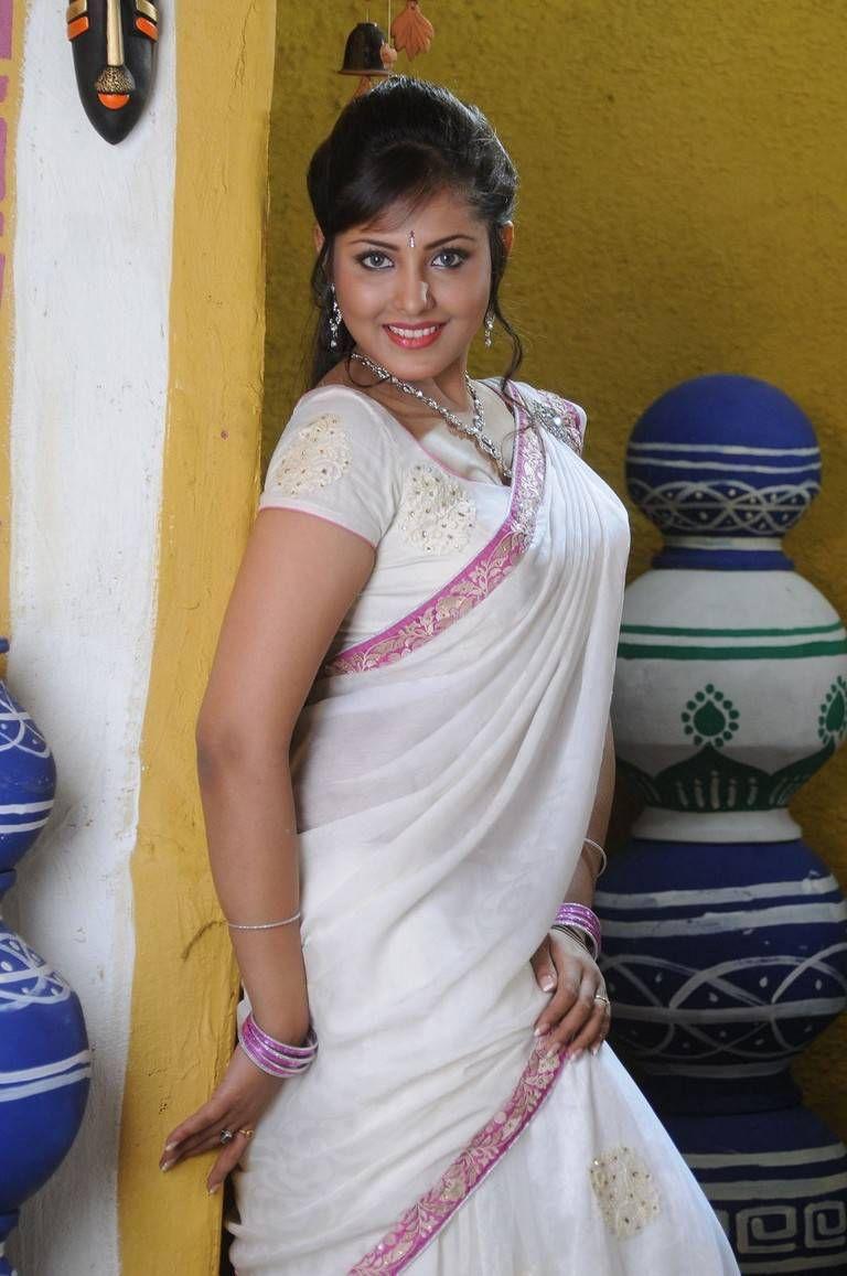 Latest Stills Of Madhu Shalini Madhu Shalini Woodsdeck