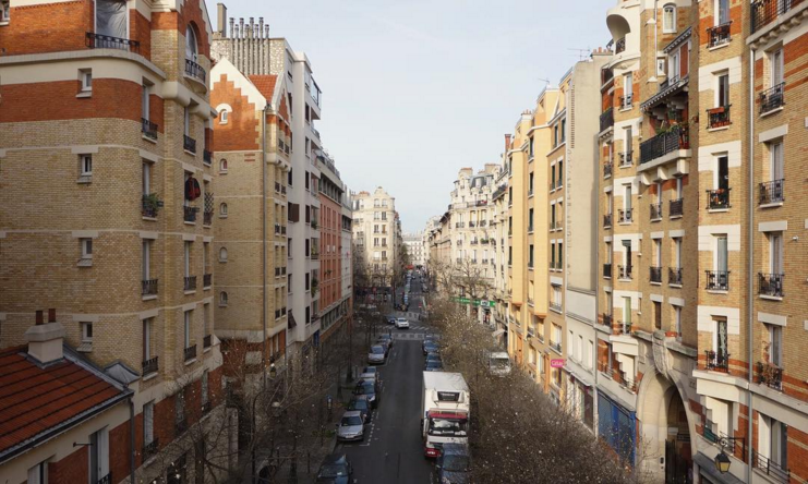 I swear that this is Paris! (Taken from Coulée Verte, 12e.)