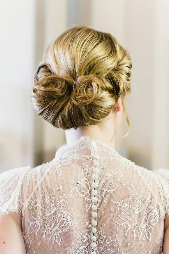 Classic vintage wedding hair idea
