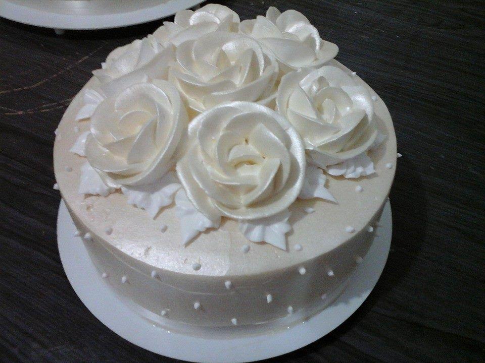 Bolo Topo de Rosas Pérolas.