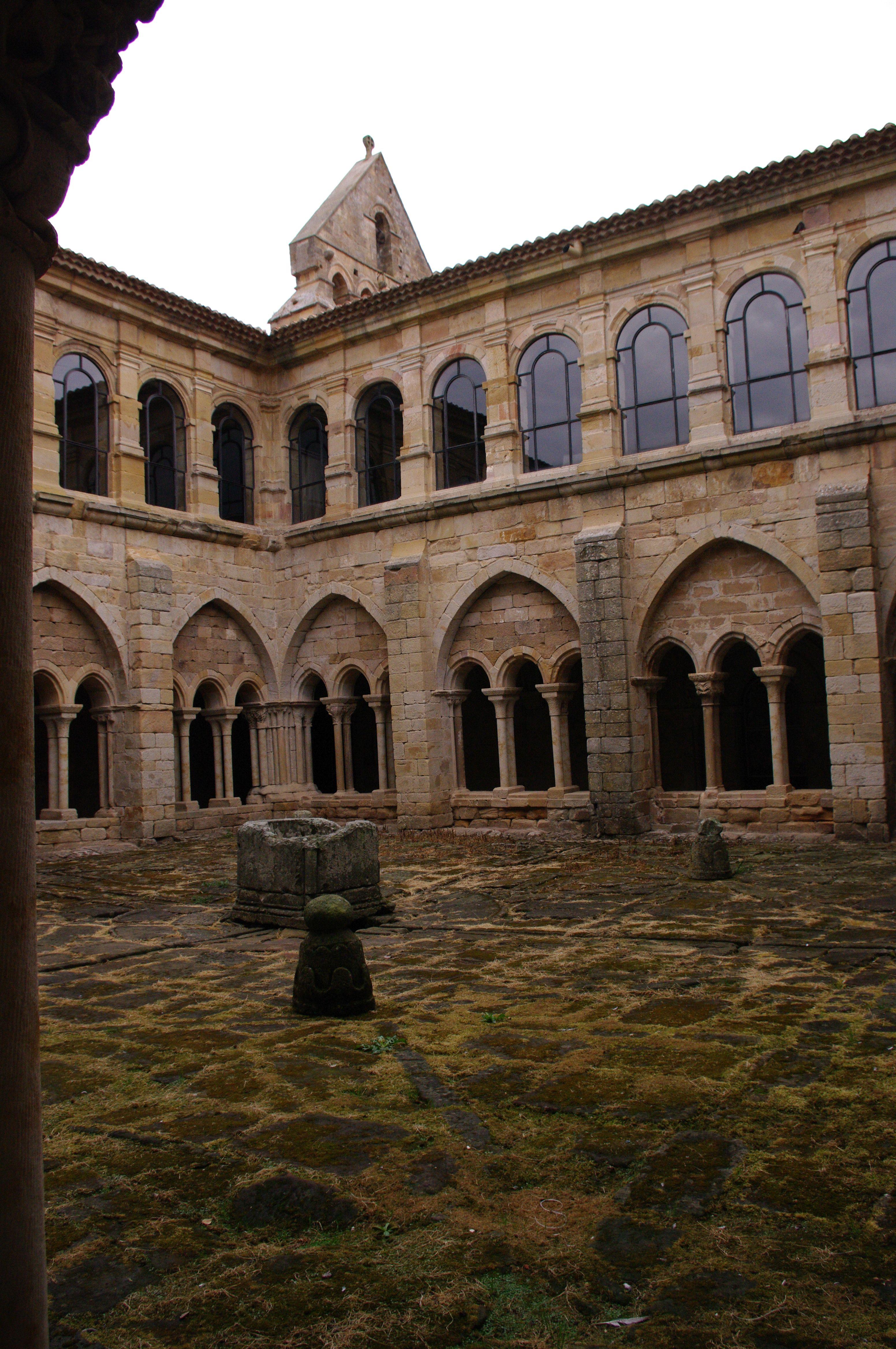 Fotos De Palencia Aguilar De Campoo Monasterio S M Real Fotos Monasterios Pueblos Con Encanto