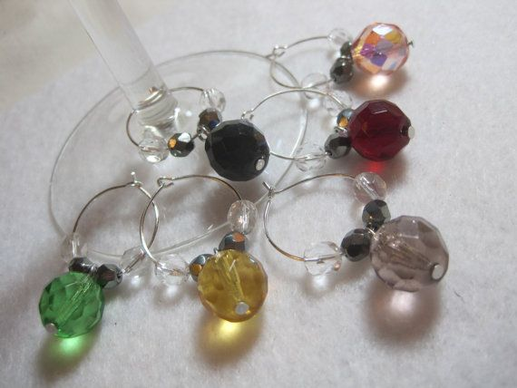 ***Please do not pin this just to use as a pattern. Please respect my copyright and work.*** Czech glass wine glass charm set. Mug charms. Glass by ArtsParadis, $15.00 #handmade #wine #charms #czechglass #colorful