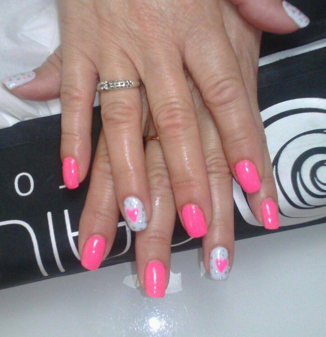 Nails fucsia