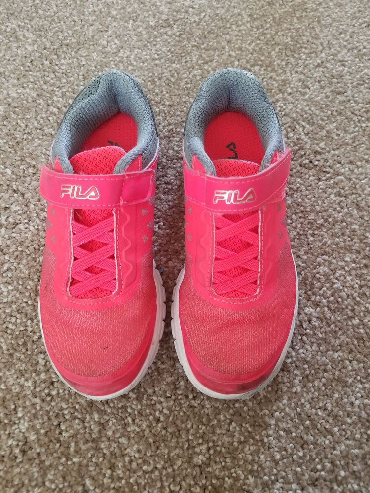 Used Fila Faction Girls Sneakers Running Tennis Shoes Youth Size 12 Neon Girls Sneakers Running Tennis Shoes Sneakers