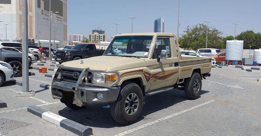 للبيع سياره تويوتا من نوع لاند كروزر شاص موديل 2009 ماشي 130000 كيلو متر الموتر بحاله ممتازه تواير جديده شاشه مصبوغ كامل موجود في عجمان م Ajman Monster Trucks