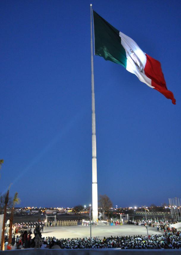 The Biggest Flown Flag In The World Piedras Negras Mexico Mexico Piedras Negras Travel