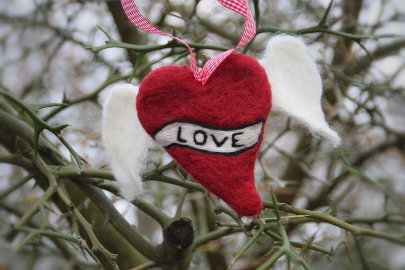 Tattoo Herz,         nicht nur zum Valentinstag als Deko geeignet.  Das Herz kann auf Wunsch auch anders beschriftet werden.  Anfertigungsdauer: 2-3 W