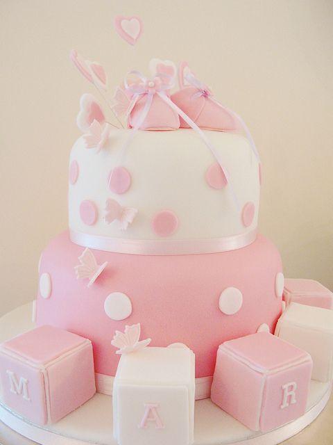 Pastel Para Baby Shower Con Zapatitos Y Dados De Colores En Colores Rosa Y  Blanco.