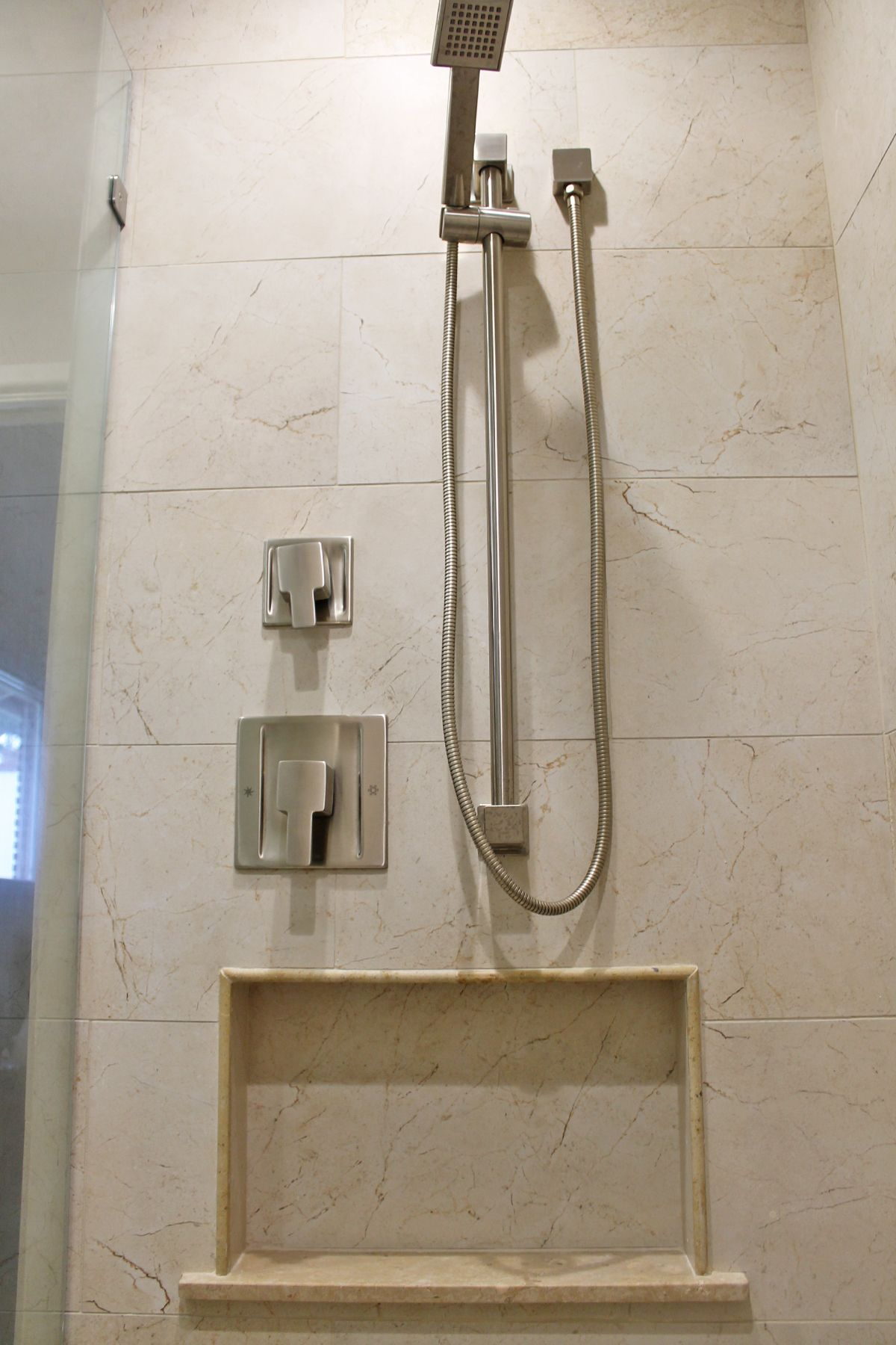 Master #Bathroom Shower Design Beigecream Wall #Tile #Ideas
