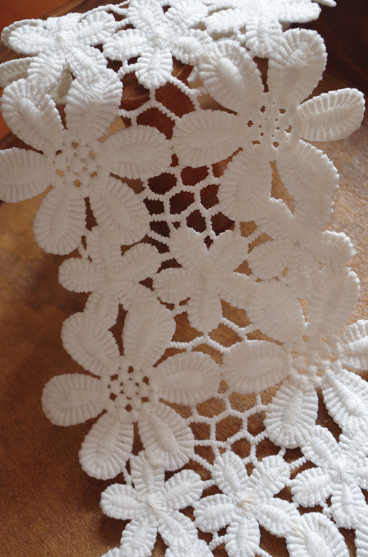 off White lace trim with daisy flowers, crocheted lace trim, retro floral trim lace, vintage flowers lace trim, bridal lace