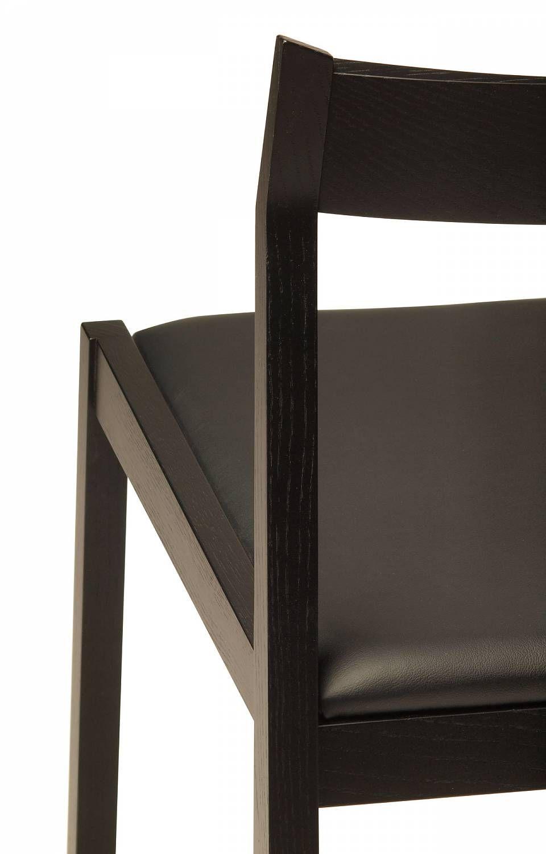 Lineground 2 chair from skram furniture company weißeichemoderne möbelschwarzes
