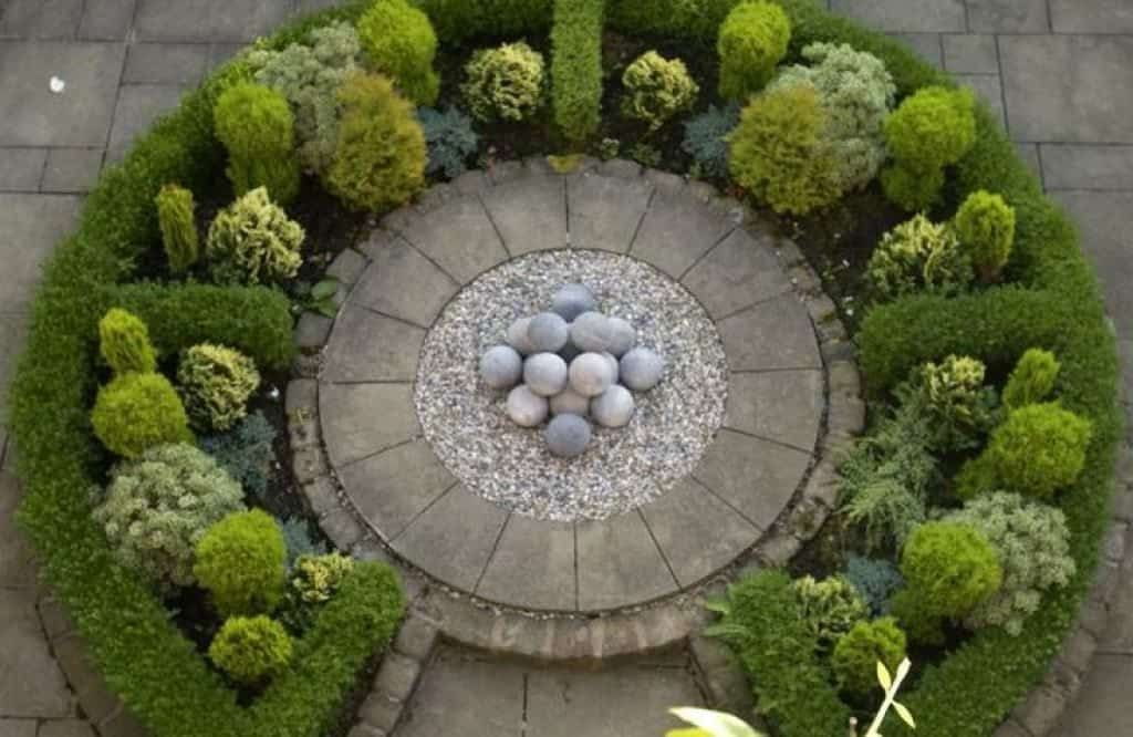 Co Co S Collection Formal Garden Structure Roses Boxwood By Using Boxwood To Surround The Rose Rose Garden Design Backyard Garden Layout Garden Layout