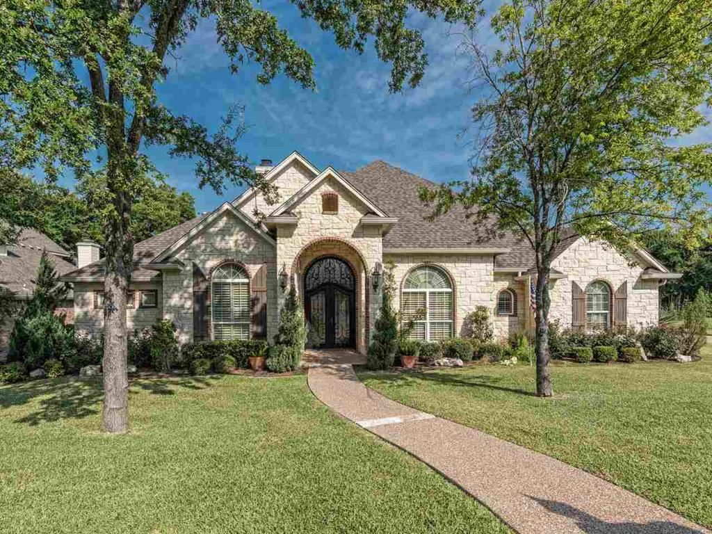 112 Winding Creek Ln Charming 3br 2 5ba W Fantastic Austin Stone Exterior On A Tree Covered Lot Home Show Estate Homes Austin Stone Exterior House Exterior