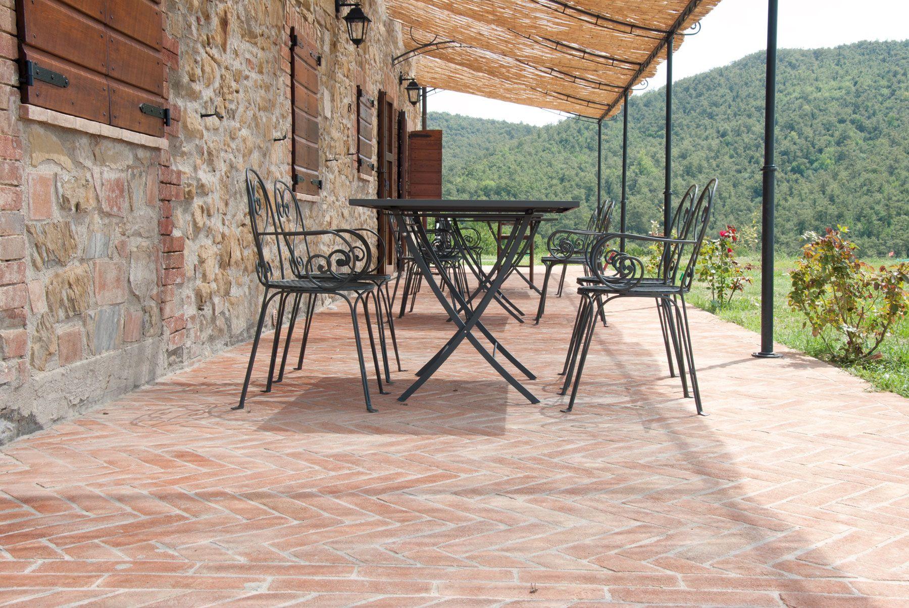 Pavimenti Rustici Interni : Pavimenti per esterni perché scegliere il cotto ll cotto