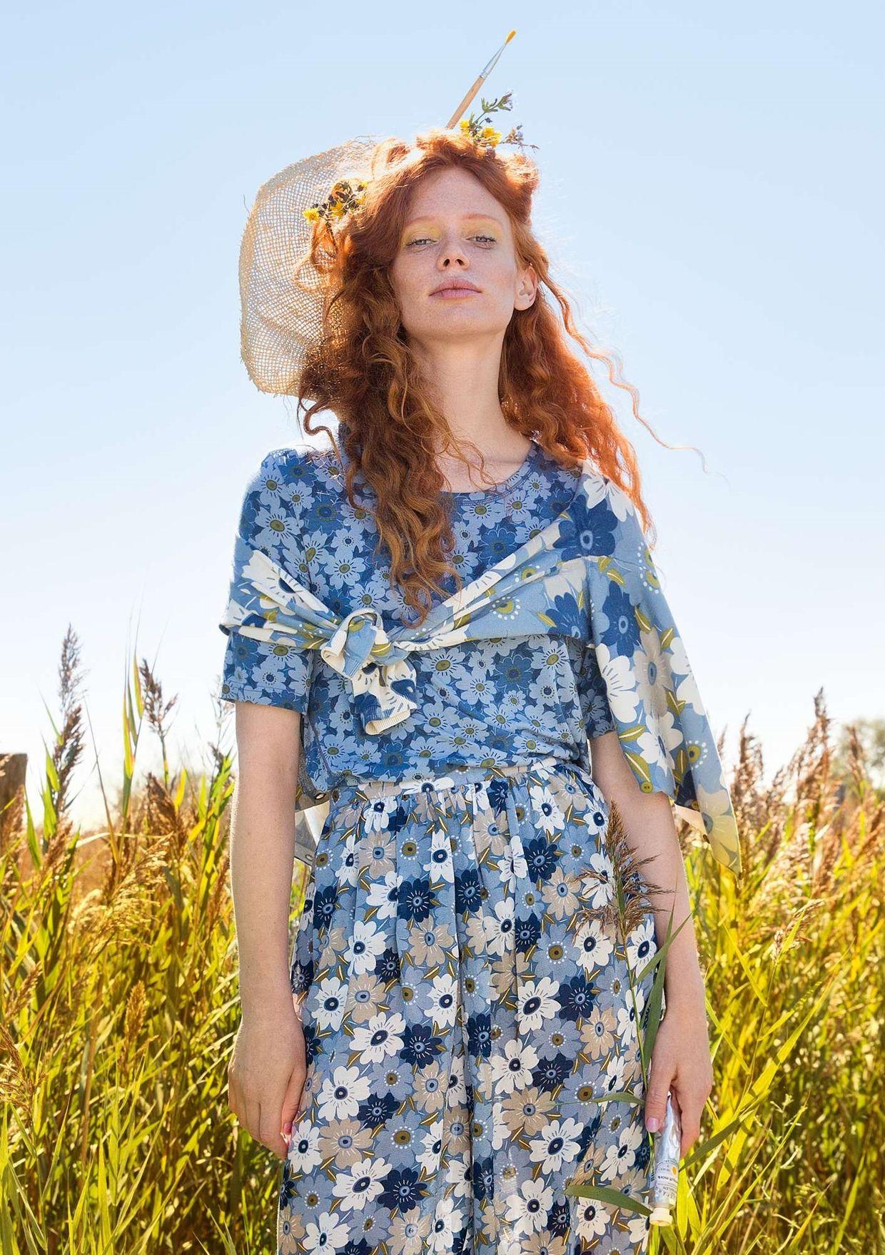 Längre klänning med en generös passform som nog lätt blir en favorit i  garderoben. Ärmlös 3f12364611a56