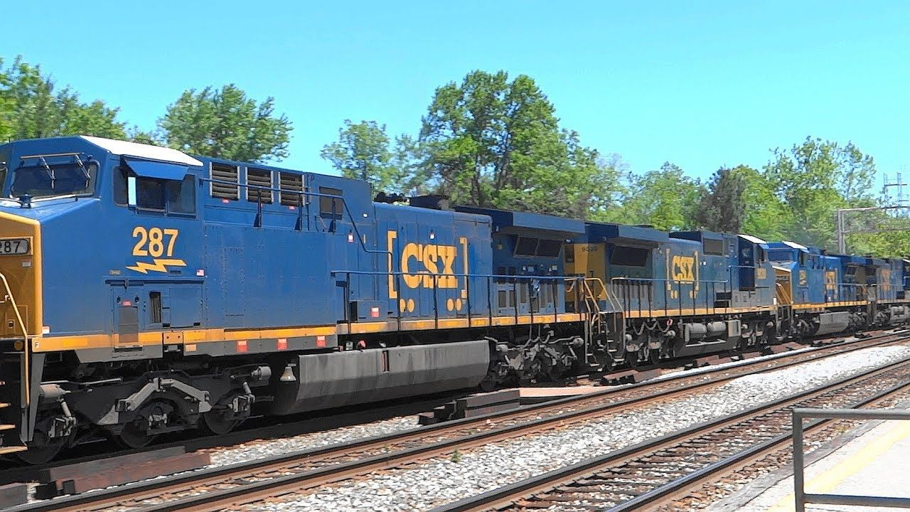 Csx q372 mixed manifest freight train with four ges