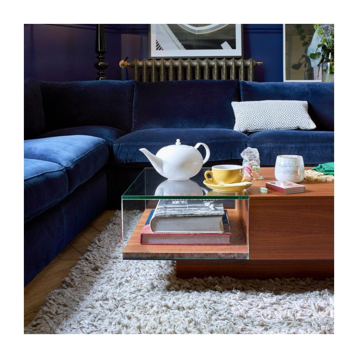 Akira Table Basse En Verre Et Noyer Salon Bleu Marine Table Basse En Noyer Canape Angle