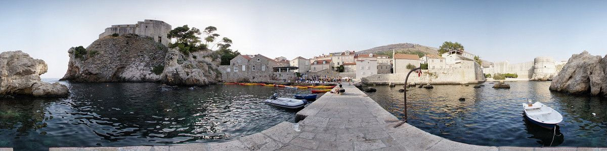 [20070823_174145_KayakReturnPano_.jpg] 360° panorama of the secondary harbor of the old town, visible on the right.