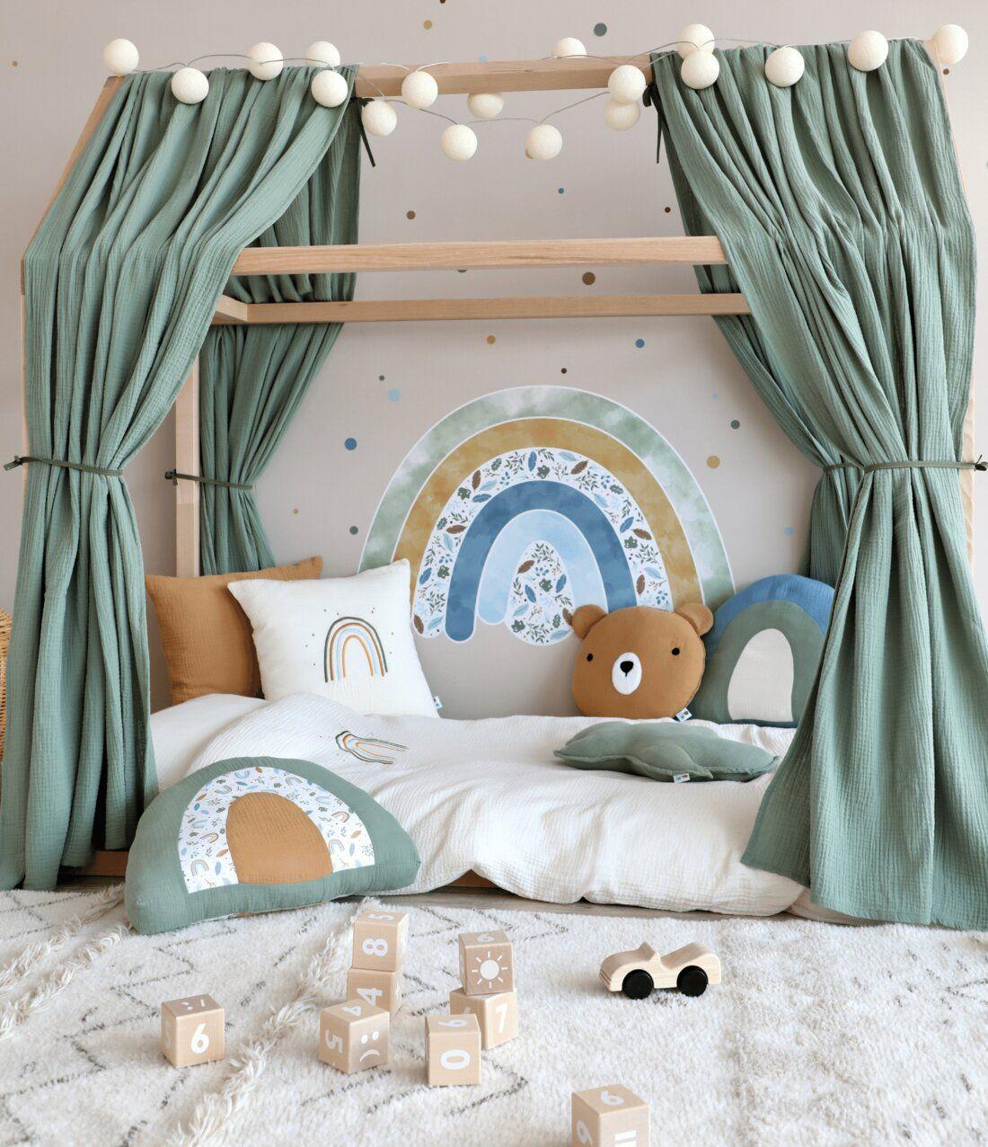 Kinderzimmer mit Hausbett & Regenbogen Deko bei Fantasyroom online kaufen