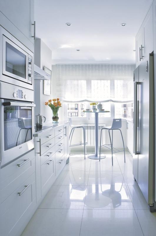 Las mejores ideas para decorar cocinas estrechas | Depto, Cocinas y ...