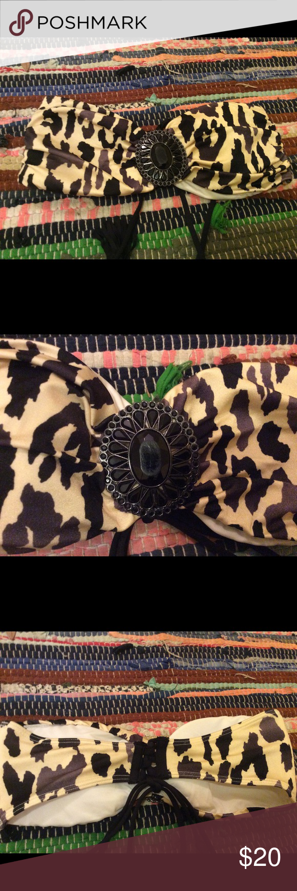 Victoria Secret bathing suit top Never worn because it doesn't fit; cheetah print and pretty black jeweled middle piece. Make offer PINK Victoria's Secret Swim Bikinis